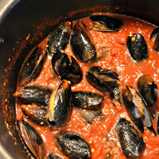 Mussels with Low Sodium Marinara Sauce.