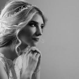 by Sasa Rajic Wedding Photography - Wedding Bride ( bride, wedding photography, bw, vencanje, wedding, brideblackandwhite, serbia, portrait, mlada )