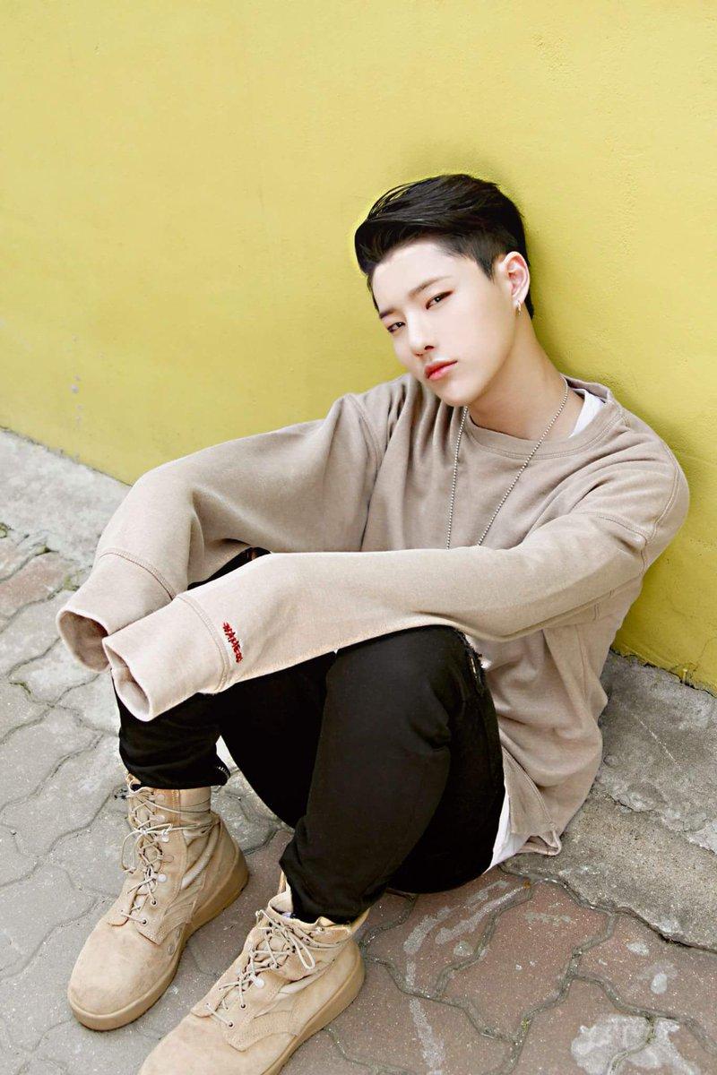 4debuts_seungyoun2