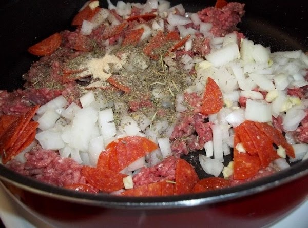 In a large skillet, brown the ground beef, onion,seasonings, pepperoni and garlic in a...