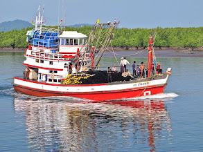 Photo: commercial fishing boat returning to Kuraburi pier