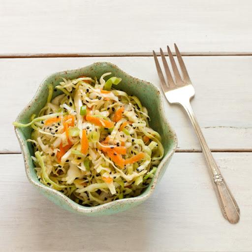 Crispy Asian-style cabbage salad