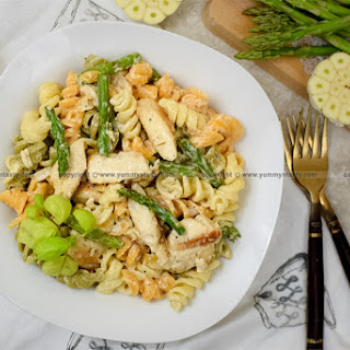 Chicken and Asparagus Fusilli Pasta with Creamy White Sauce.