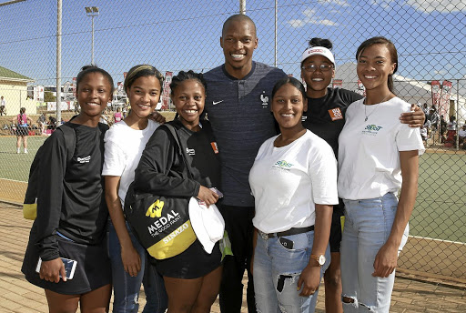 Sarah Baartman and Eastern Cape under-21 netball players posing with long jump star Luvo Manyonga at the Spar National Championships in Port Elizabeth.