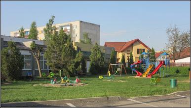 Photo: Turda, Str. Aviatorilor, spatiu de joaca pentru copii  - 2018.04.23