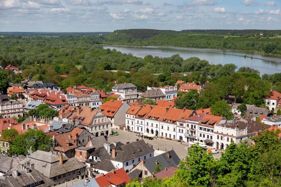 panorama Kazimierza Dolnego z góry Trzech Krzyży