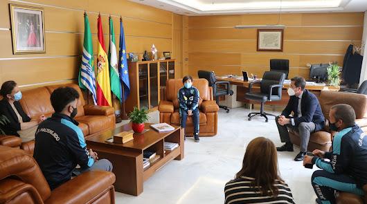 El alcalde de El Ejido recibe a Noé Amat, campeón de España de Halterofilia