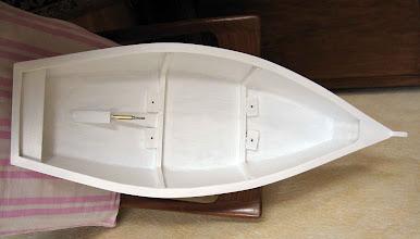 Photo: déjà deux couches de peinture ,on voit les tasseaux avec écrou noyé pour la fixation de la platine