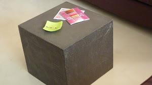 faire un béton ciré sur une table de nuit avec kit béton ciré complet pour réaliser soi-même un béton ciré gris acier pour table de chevet en aggloméré