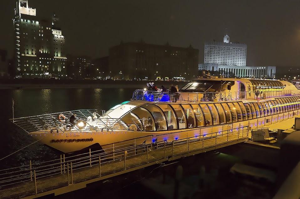 #впервыйраз: Вечеринка на прозрачной яхте