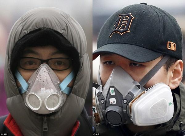 Mặt nạ phòng độc giúp người sử dụng tránh hít phải khí độc hại