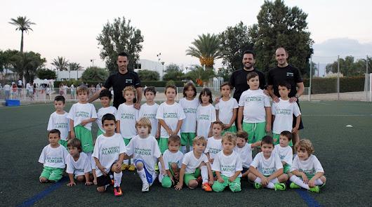 Club Natación Almería presenta a sus 'mini-estrellas' para el futuro