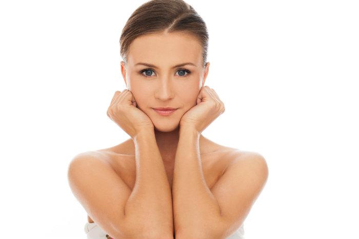 La fosfatidilcolina es muy utilizada a nivel facial en la papada, mentón y párpados.