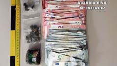 Droga y dinero intervenido al conductor en La Mojonera.