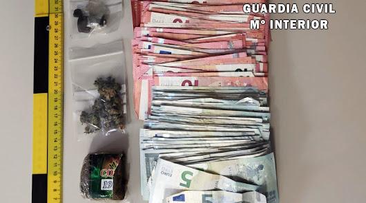 Detenido con hachís, marihuana y 3.000 euros escondidos en La Mojonera