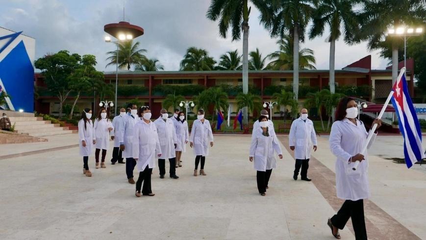 La brigade de médecins cubains en partance pour la France d'outre-mer, fin juin 2020.