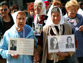 Photo: Plaza de Mayo, manifestacja Matek z Plaza de Mayo / Mothers of Plaza de Mayo