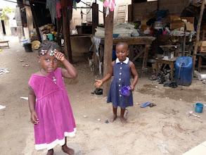 Photo: dans la cour, au centre de Cotonou