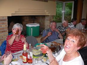 Photo: Encore un verre à la main !