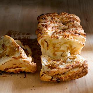 Gruyere & Caramelized Onion Pull-Apart Bread