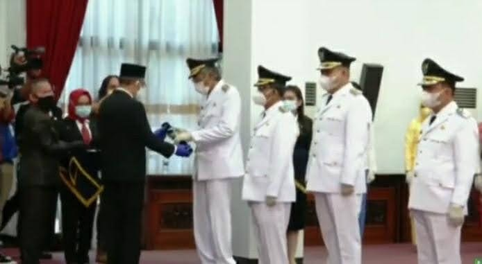 Pelantikan Bupati dan Wakil Bupati 5 Wilayah di Kalimatan Barat Oleh Gubernur Sutarmiji