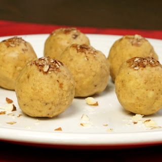 Besan Ladoo (Indian Chickpea Candy).
