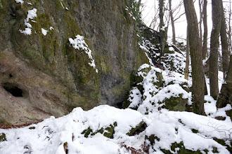 Photo: Balra  a Szentendrei-barlangot rejtő sziklafal az Asztal-kő alatt.