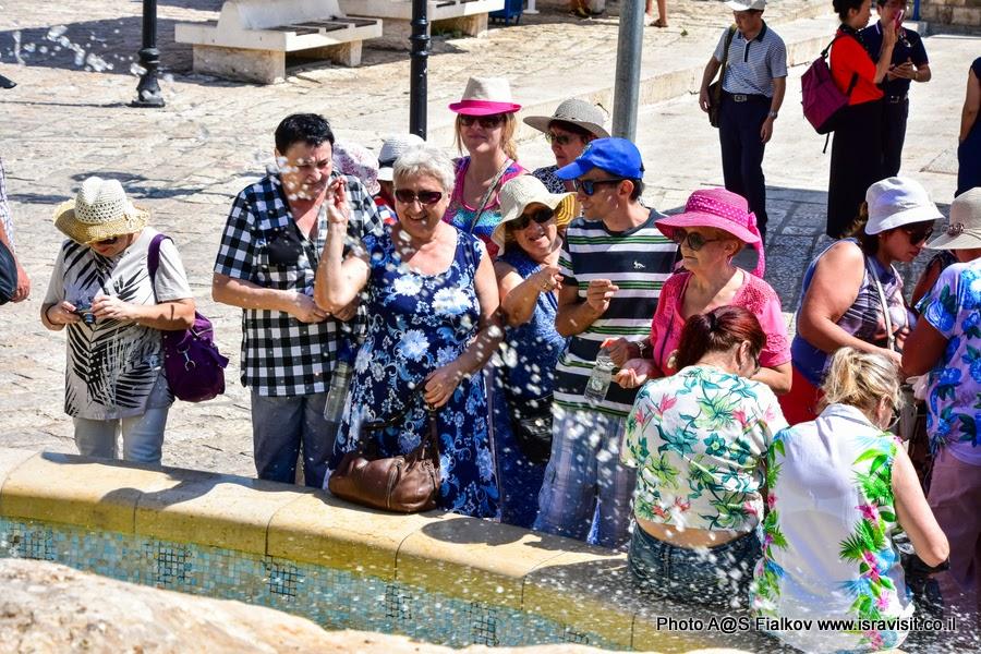 У фонтана желаний или фонтана Знаков Зодиака в Яффо. На экскурсии с гидом в Израиле Светланой Фиалковой.