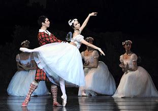 Photo: WIENER STAATSBALLETT/ Nurejew-Gala 2013 am 29.6. Masayu Kimoto, Maria Yakovleva. Foto: Barbara Zeininger