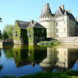 Château de L'Islette by Gérard CHATENET - Buildings & Architecture Public & Historical