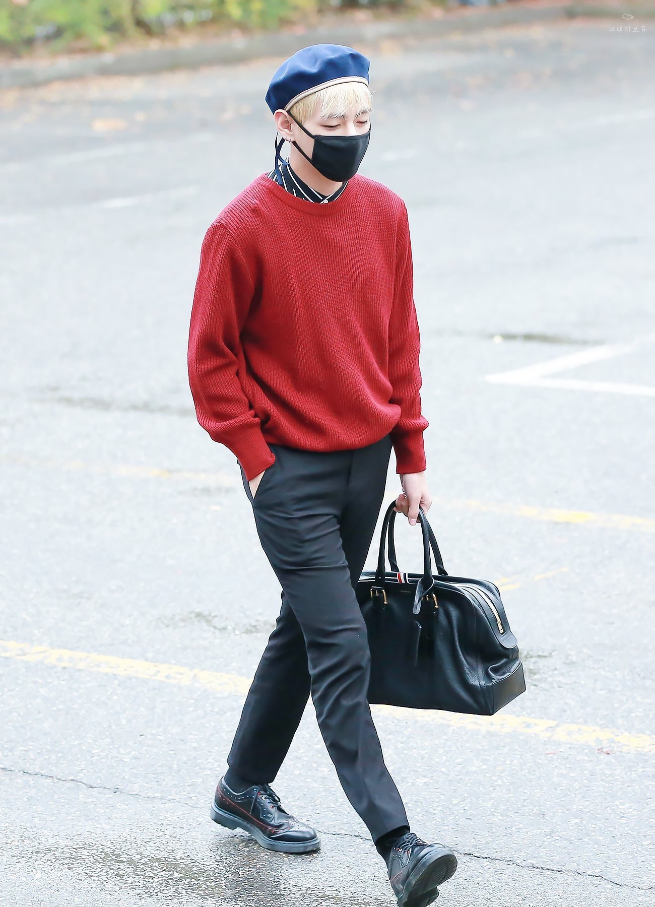 thoi-trang-sao-Han-V-mac-quan-au-va-ao-sweater