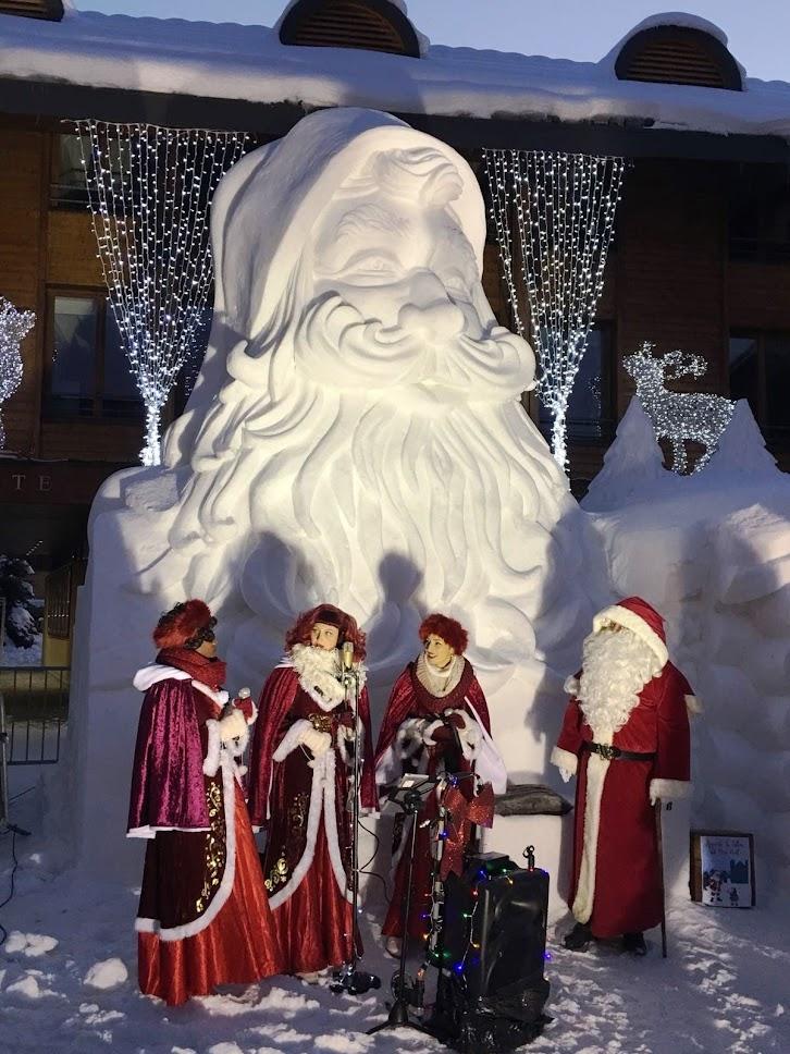 El Pare Noel de gel a la plaça de l'Església, i moments musicals