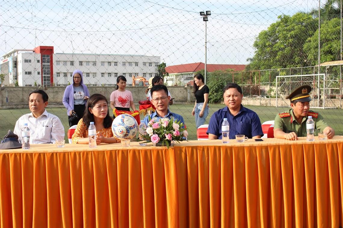 Các đại biểu tham dự lễ khai mạc