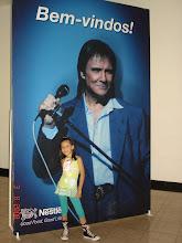 Photo: Minha filhinha em frente a um dos lindos cartazes que estavam espalhados por lá.