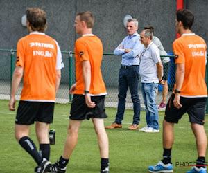 ? Niet te geloven: Nederlandse scheidsrechter trapt bal zélf tegen de touwen ... en laat doelpunt tellen