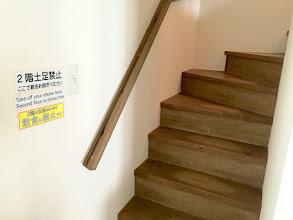 Photo: 2階は靴を脱いでおあがりください。
