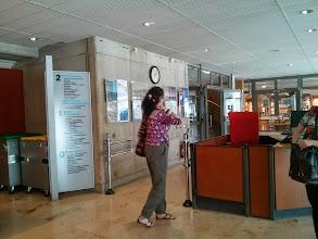 Photo: Médiathèque du Canal (Montigny-le-Bretonneux) Hall d'entrée