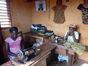 Photo: l'atelier couture de l'orphelinat. Vos vieilles machines seraient encore les bien-venues.