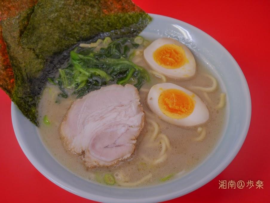 ラーメン海家 塩@65 塩分は尖っておらず、淡い塩鶏豚スープになっている