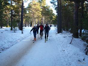 Photo: Els esquiadors davant (aquests juguen amb aventatge!)