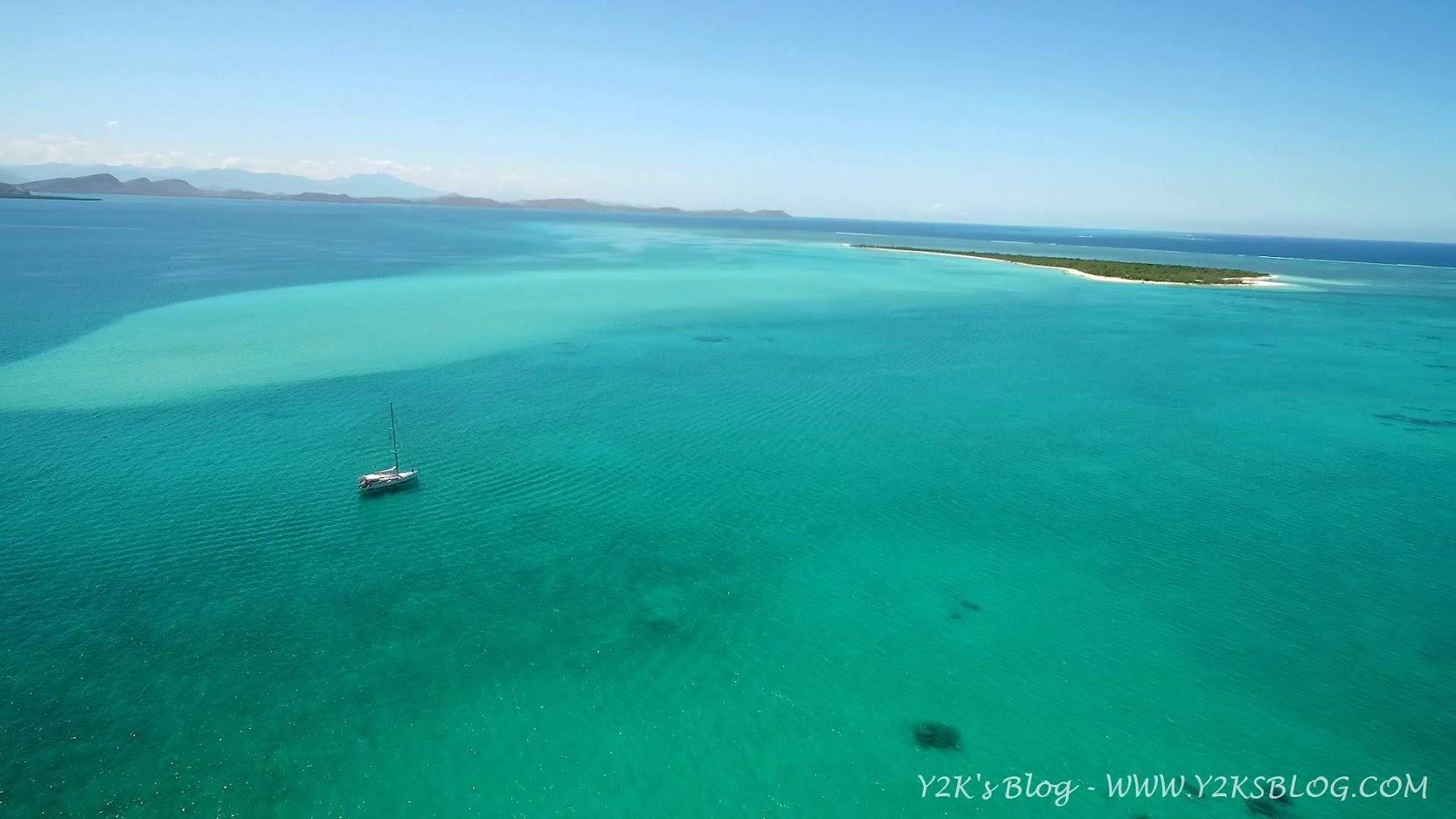Y2K ancorata davanti a Ile Tenia - Grande Terre