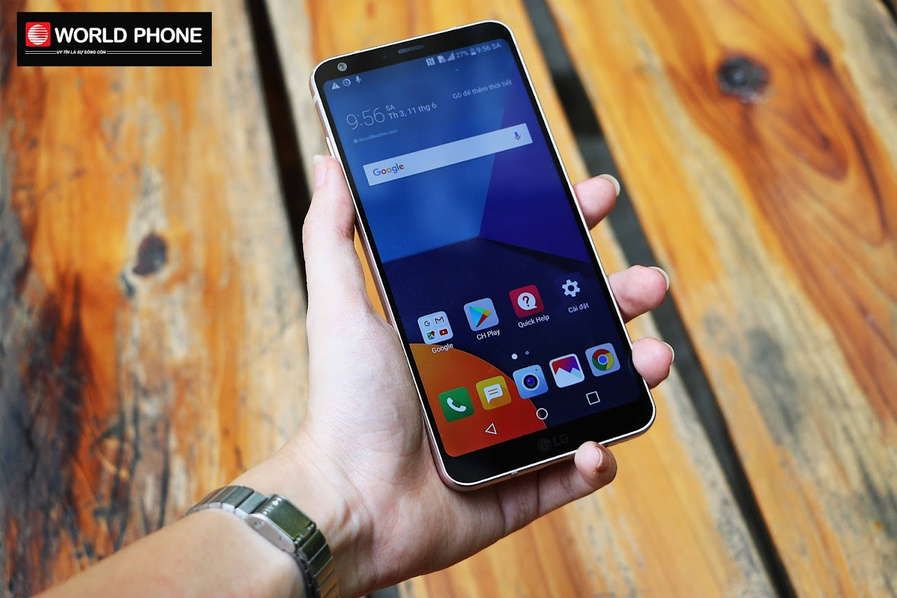LG G6 với viền màn hình mỏng nhẹ, lên tay không bị vướng víu