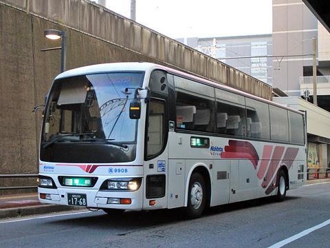 西鉄高速バス「フェニックス号」 9908 博多バスターミナルにて