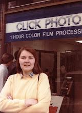 Photo: Valokuvien kehittäminen tunnissa oli 1980-luvun alussa uusi juttu!