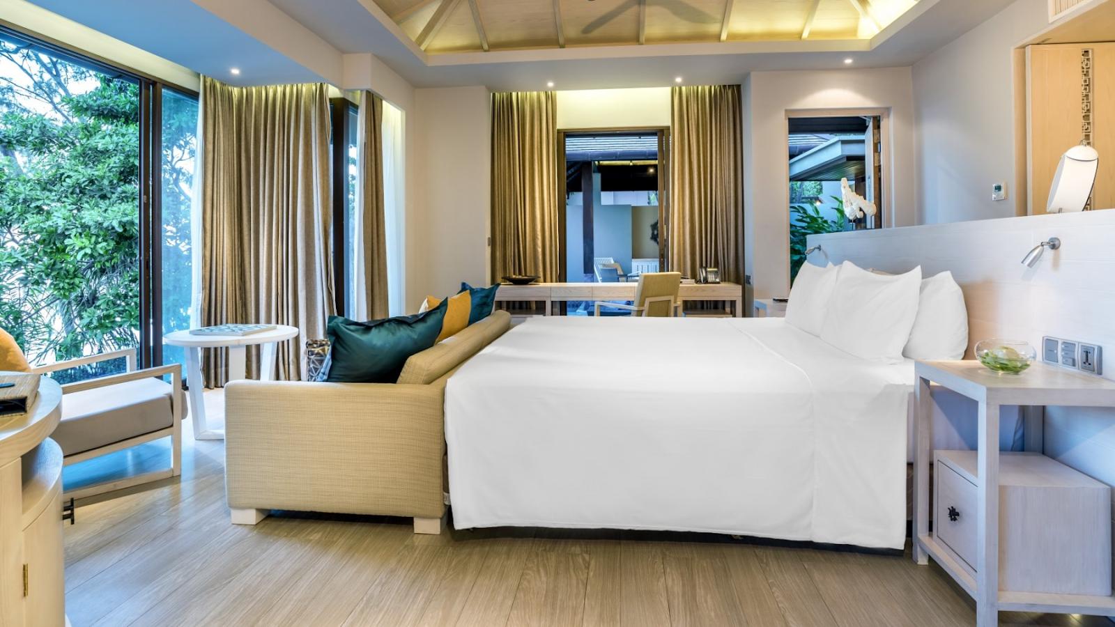 Không gian phòng ngủ với chất liệu kính hiện đại, cho căn phòng ngập tràn ánh sáng
