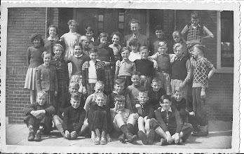 Photo: 2de rij van boven, 3de rechts Cor Zwart zoon van Jaap Zwart. Van Speyk school. 1951?