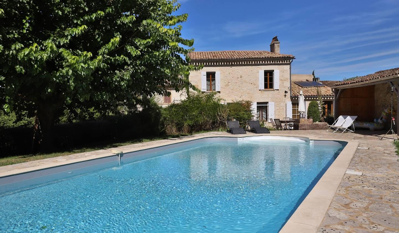 Maison avec piscine et jardin Montcaret
