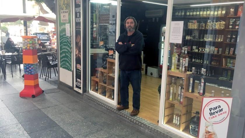 Yiyo Martínez,  empresario inmobiliario hermano del concesionario, ayer en el kiosco.