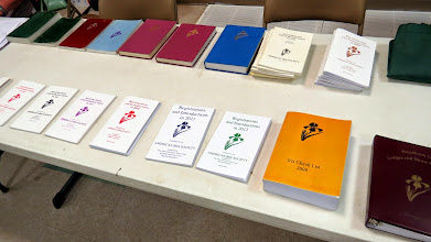 Photo: The essential R & I books are available for confirmation of iris names.