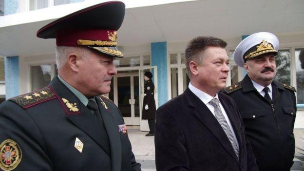 Володимир Замана, екс-міністр оборони Павло Лебедєв та екс-командувач ВМСУ Юрій Ільінь у Севастополі, 2012 рік